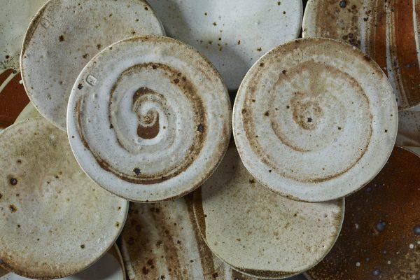 Iris Schöne –Teller –Holzofenbrand Angewandte Kunst Contemporary Objects Ceramic Woodfiring