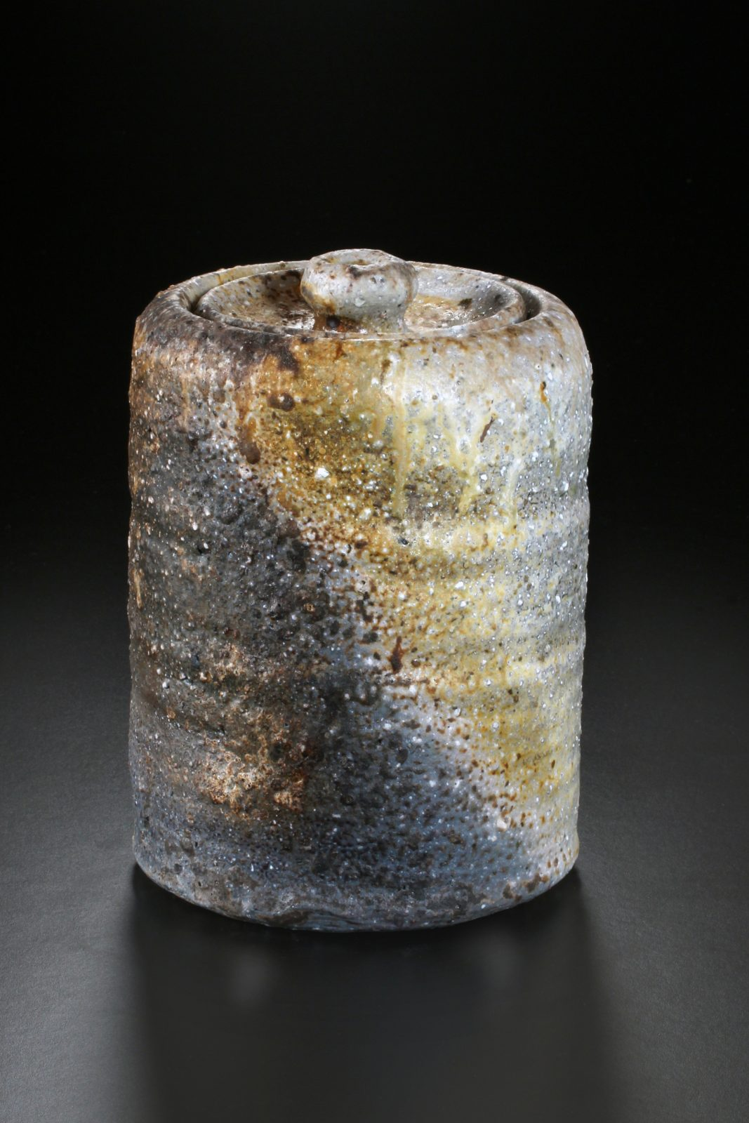 Uwe Löllmann –Mizusashi –h28cm, Holzbrand – Galerie Metzger Aschaffenburg Kunst Keramik angewandte Kunst Art Gallery Woodfiring