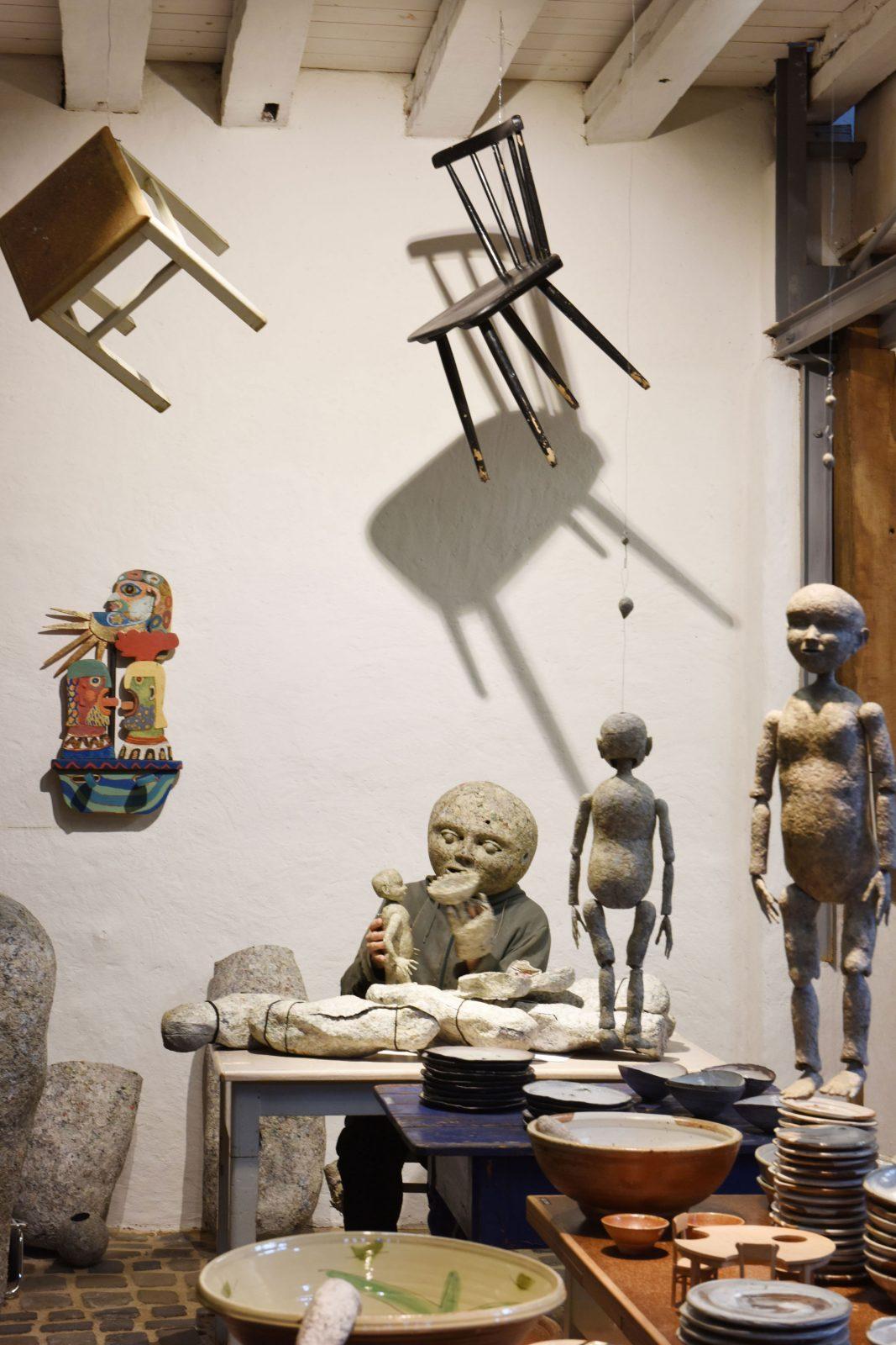 Ausstellung –Tafelgeschichten –Galerie Metzger Gallery Keramik Gefäß Art ceramic