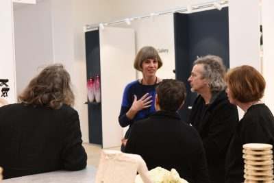 Galerie-Metzger-Collect-2019-booth talk