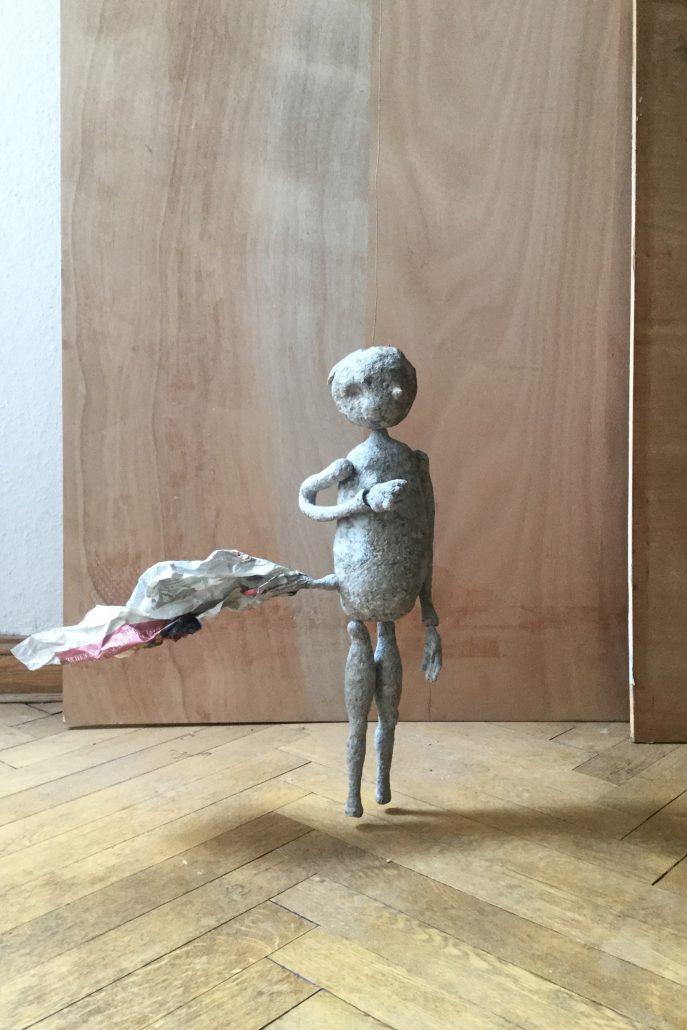 Michael Kalmbach –Rogazki –2017, Papiermaché Draht, h56cm –galerie metzger sculture kunst