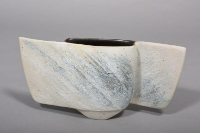 Gotlind Weigel – Form – 1992, 16,5x31x6,5 cm – galerie metzger porcelain contamporary object galllery