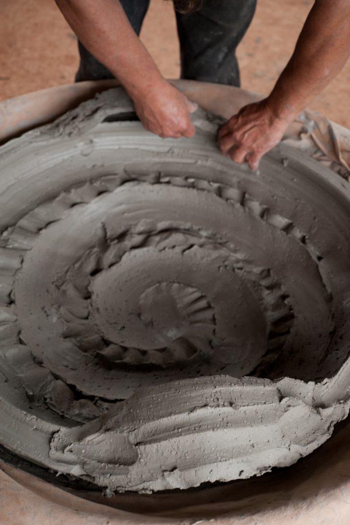 Hervé Rousseau – Schalenform – 2019, 14x73x63 cm –galerie metzger contemporary object keramik angewandte kunst gallery