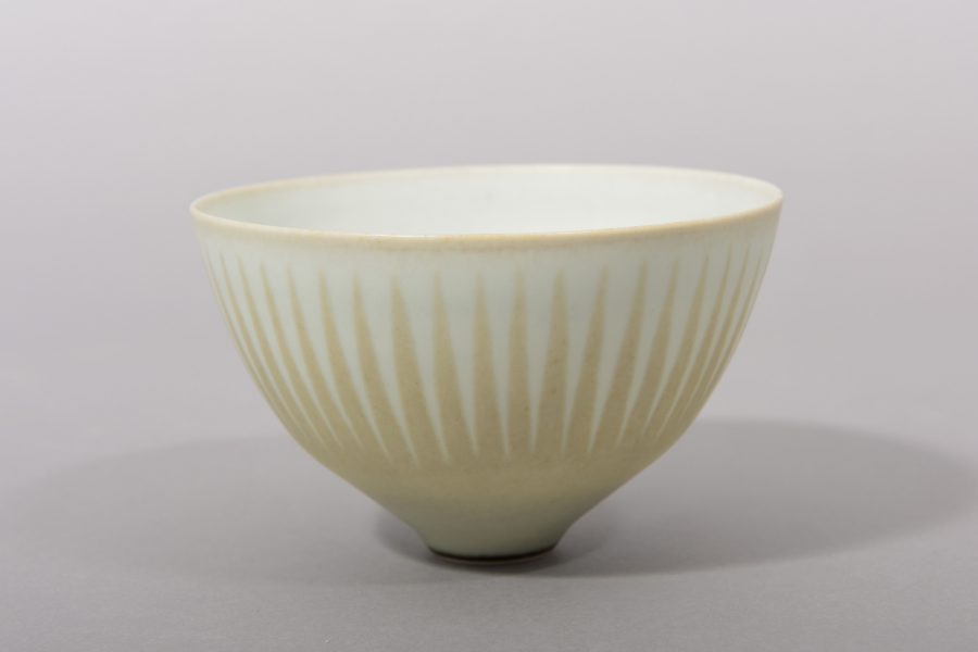 Karl Scheid – Reliefierte Schalenform – 7,4×12 cm – galerie metzger deutsche studio keramik gallery