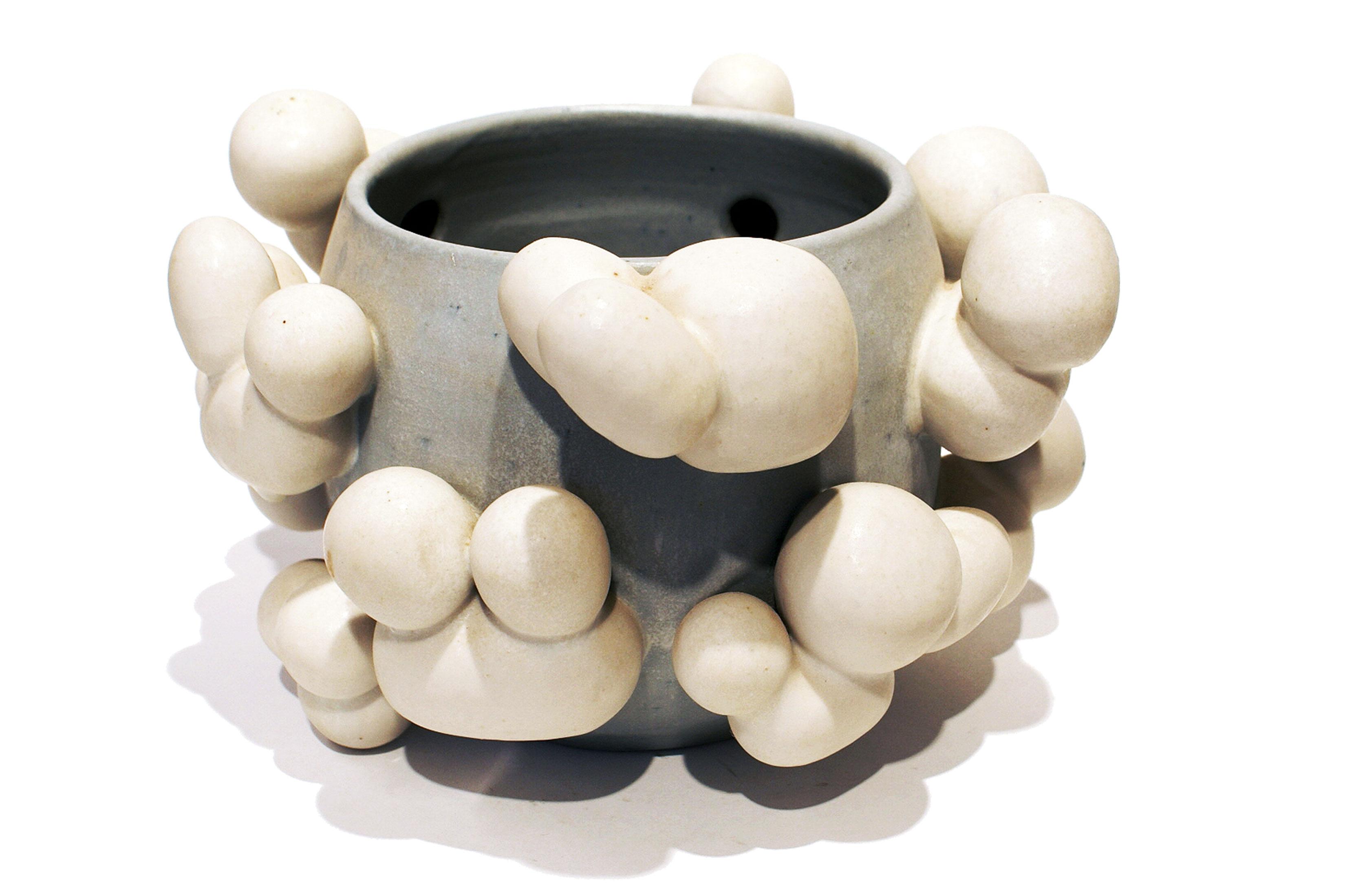 Beate Kuhn –Wolkengefaeß –about 2010 17,6x29x27,5 cm galerie metzger sculpture ceramic plastische arbeit gallery aschaffenburg.